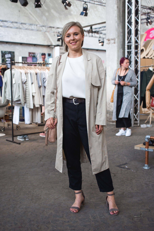 ANNA KESSEL - Kunstkinder INSTAGRAM: kunstkinder_mag KLEID: People Berlin SCHUHE: acne OHRRINGE: collection no2